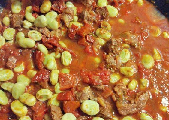 Potrawka jagnięcina + pomidory + suszone pomidory + bób