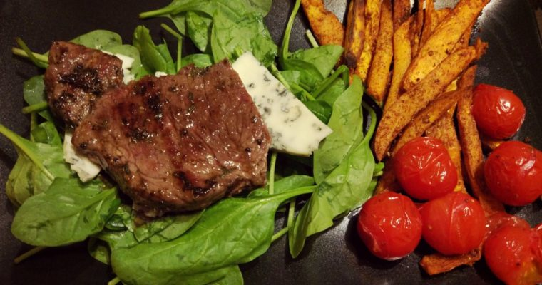 Stek + frytki z batatów + pomidory +sałatka