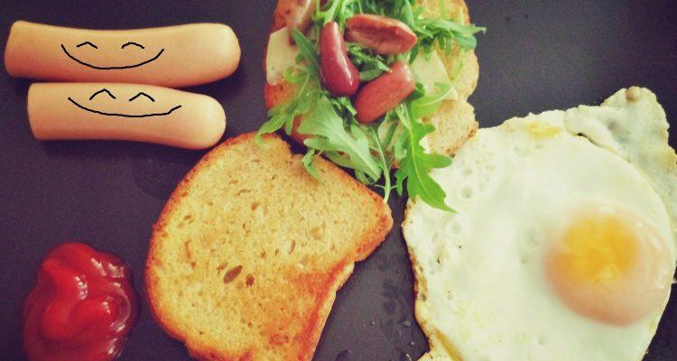 Śniadanie miszczów jajka + parówki