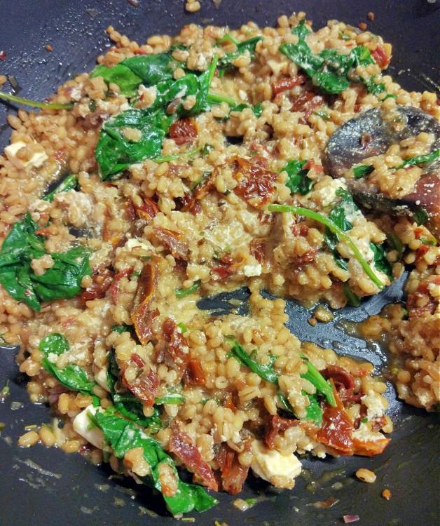 Kaszotto pęczak + suszone pomidory + szpinak + feta