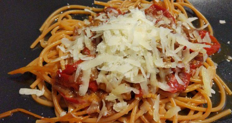 Makaron karmelizowane papryki + parmezan
