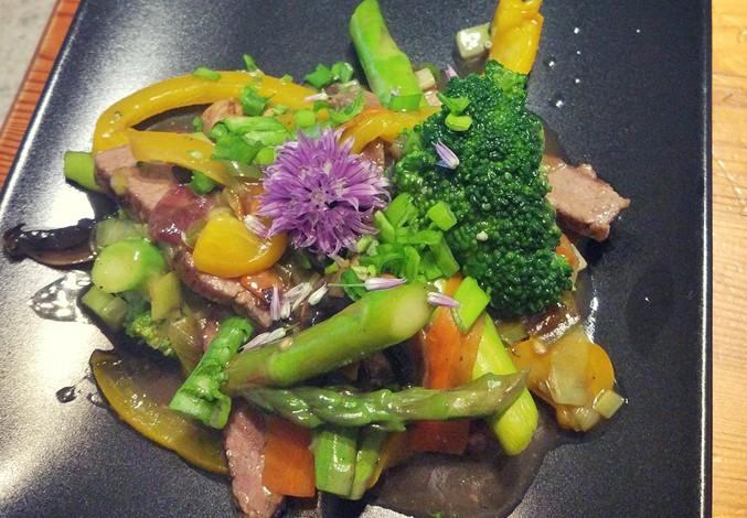 Stir fry stek + warzywa w sosie ostrygowym