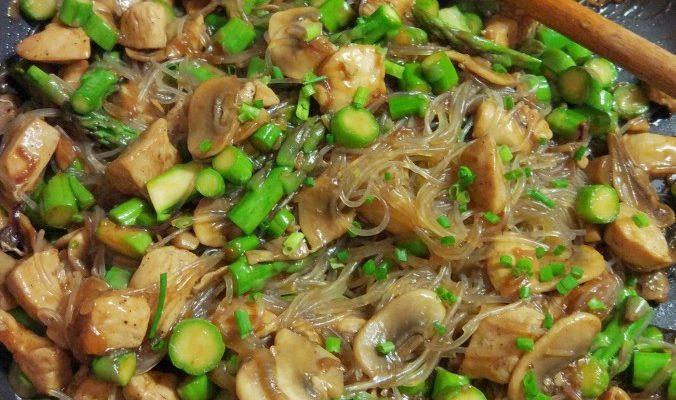 Stir fry kurczak + szparagi + pieczarki