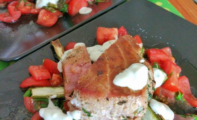 Stek z tuńczyka + szparagi + pomidory