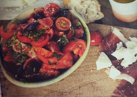 Sałatka pomidory + kabanos/chorizo + cebula