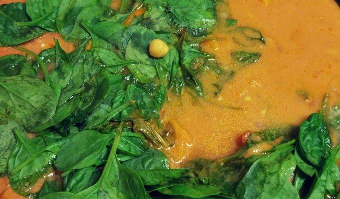 Curry tajskie ciecierzyca + szpinak + pomidory