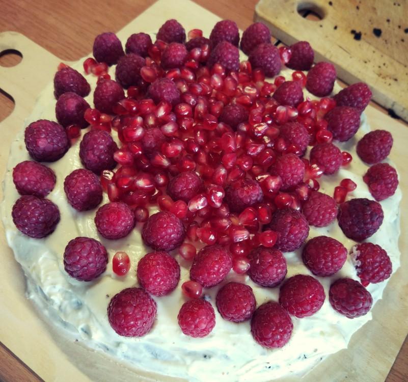 Tort black velvet z malinami