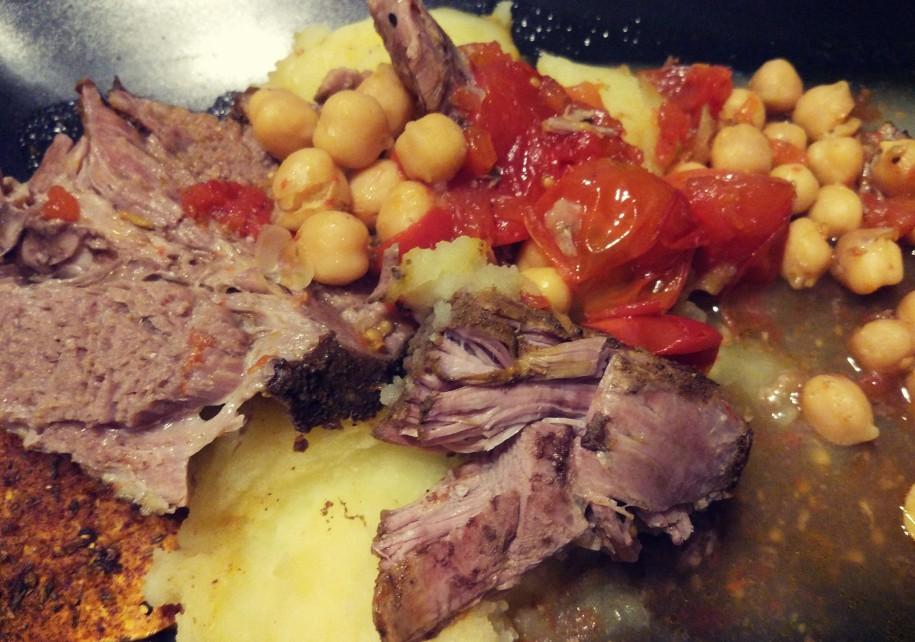 Pieczeń jagnięcina + ciecierzyca + pomidory