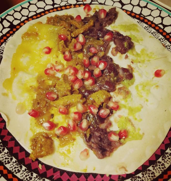 Roti cięlęcina + mango + fasola + chilli + granat