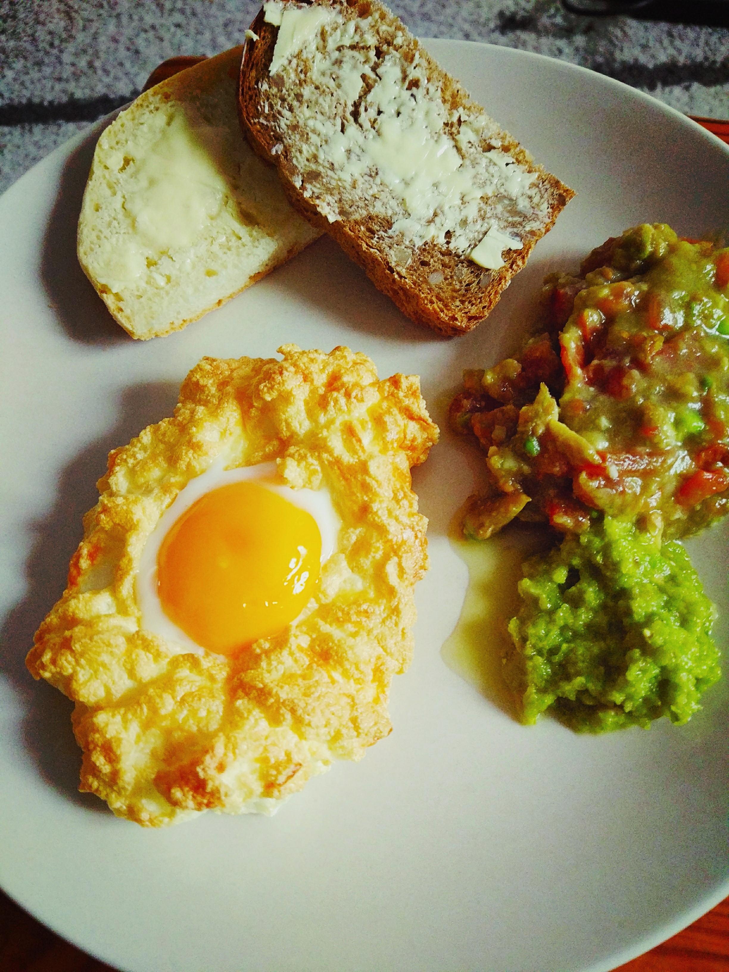 Śniadanie jajka na chmurce