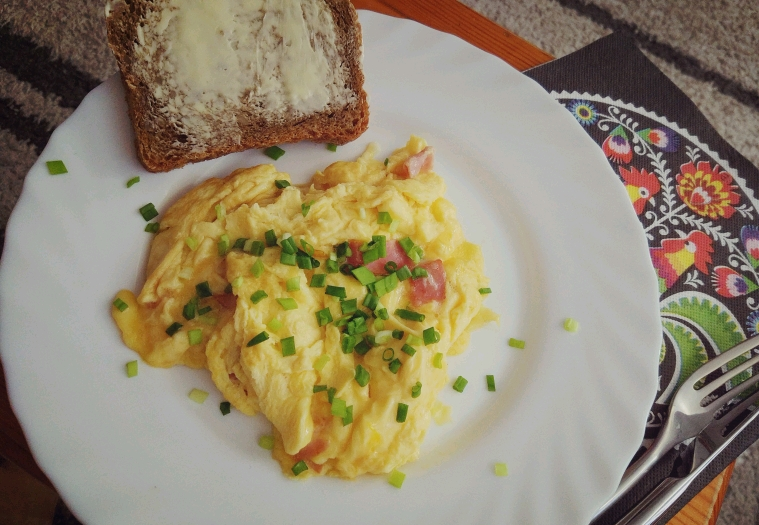 Śniadanie omlet szynka + ser