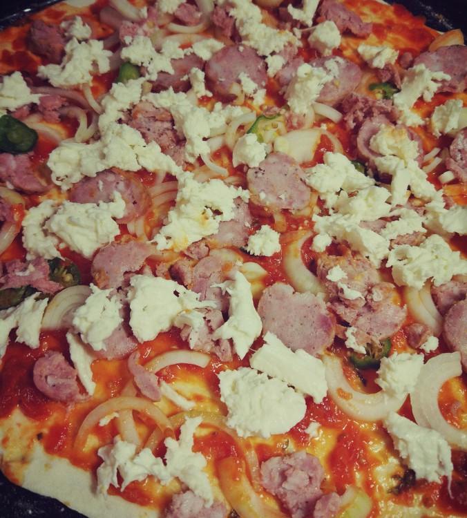 Pizza salami, pizza kiełbaska + cebula + papryka
