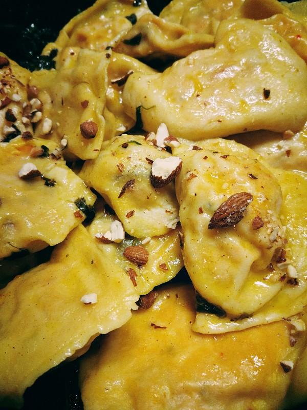 Ravioli z dynią i ricottą w mandarynkowo-maślanym sosie