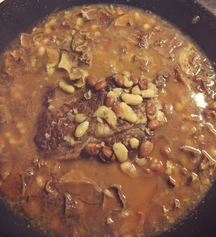 Dłuugo duszony stek + grzyby + fasola