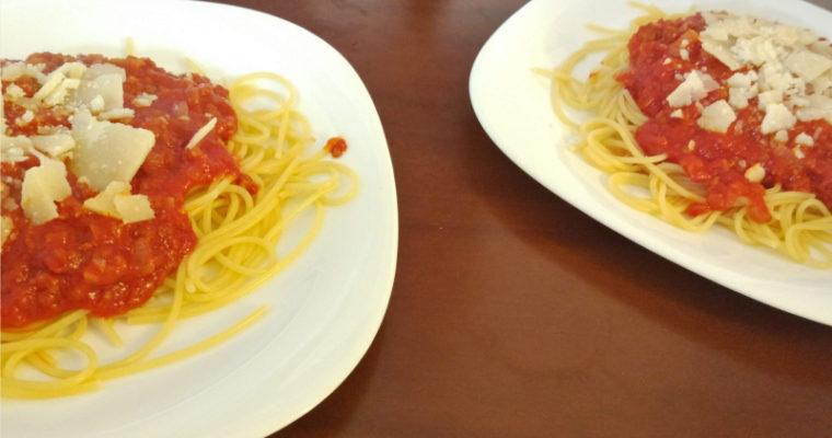 Makaron włoska surowa kiełbaska + pomidory