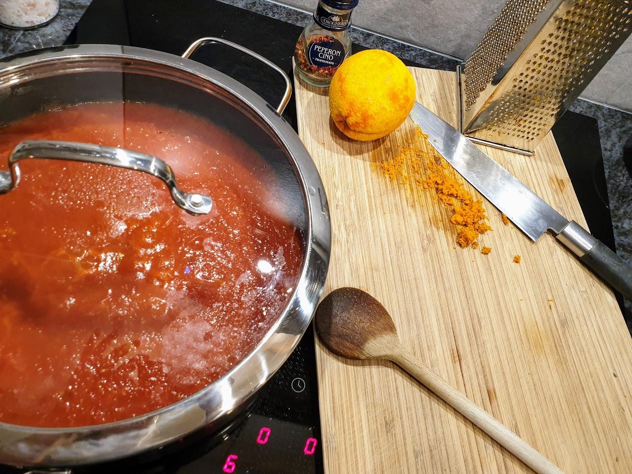 Toskański sos pomidorowy z czosnkiem i pomarańczą