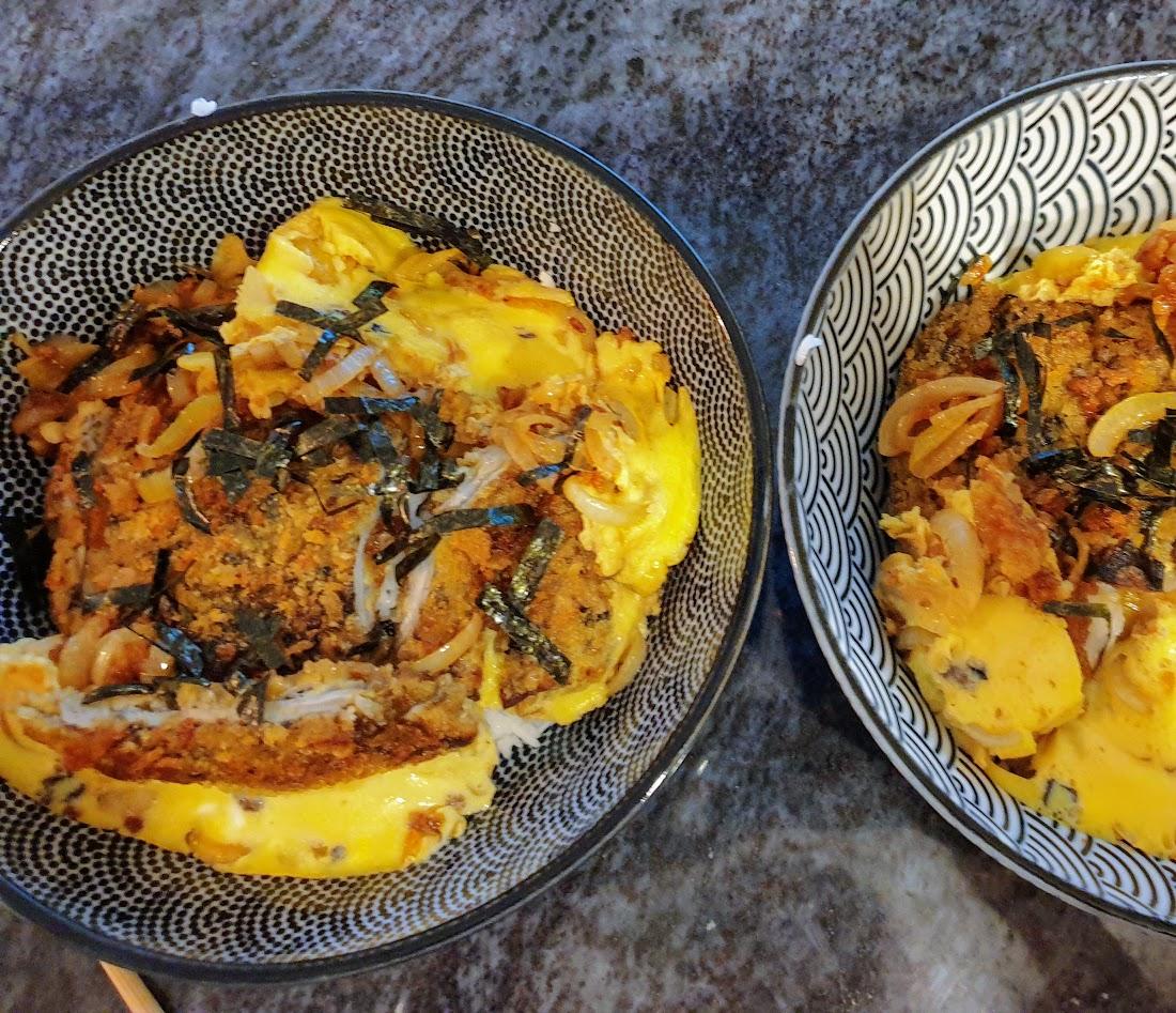 Katsudon z kotletem z kani