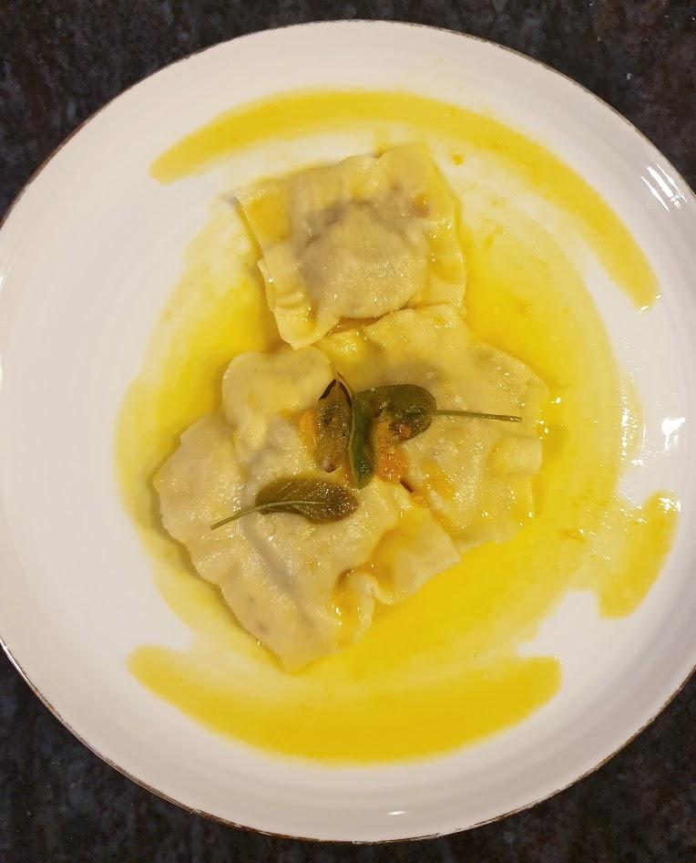 Ravioli z pieczoną dynią i ricotta w sosie maślano-mandarynkowym